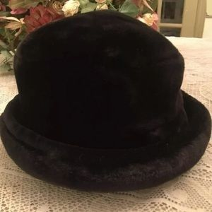 Liz Claiborne Accessories - Liz Claiborne Women Black Velvet Bowler Hat